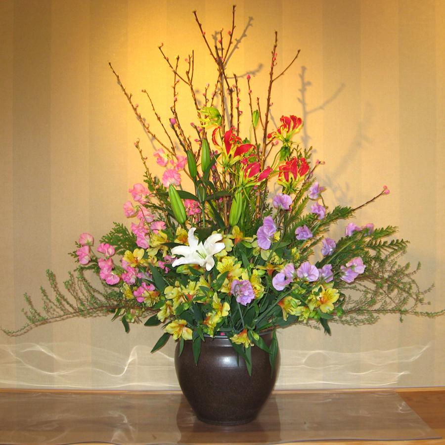 モモの花を使ったディスプレイ
